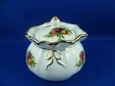 Pretty Little  Royal Albert Old Country Rose  Dorothy Pot England  1962