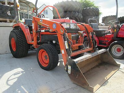 Kubota STa-30 Compact Tractor with loader