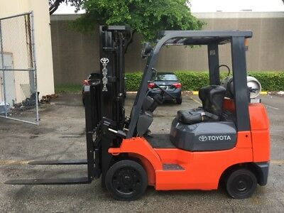 REFURBISHED 2005 Toyota 5000 lbs LP 3 Stage Sideshift Forklift ONLY 2100 HOURS