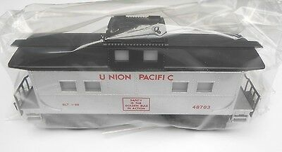 S Gauge American Flyer  -  UNION PACIFIC ILLUMINATED SQUARE WINDOW CABOOSE