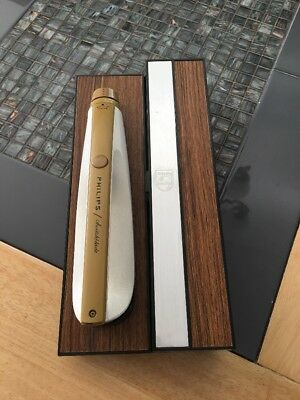 Vintage Phillips electric knife with mountable storage box. Excellent condition