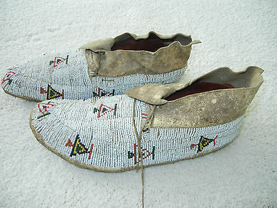 Antique Collectible Native American Plains Indian Beaded Leather Moccasins