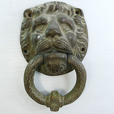 ANTIQUE/VINTAGE LIONS HEAD SOLID BRASS (844 gr) DOOR KNOCKER IN GOOD CONDITION