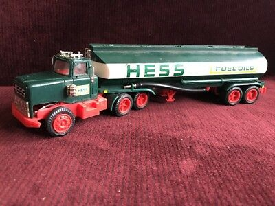 1968-69 COLLECTIBLE  HESS TRUCKS 1968 TOY TANKER TRUCK TOY parts Or Restore