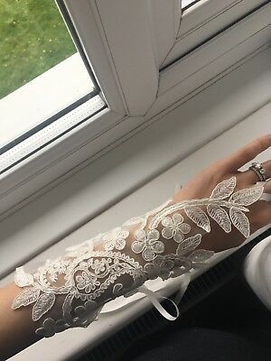 Brand new Wedding Appliqué Gloves Ivory Lace