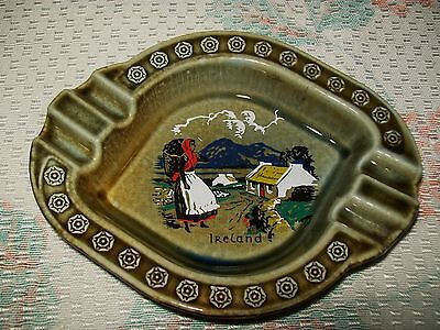 LARGE VINTAGE 'IRISH PORCELAIN-WADE' ASHTRAY (Ireland design)