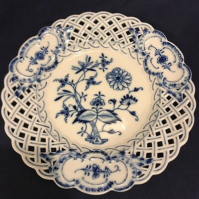 MEISSEN BLUE ONION 8-1/8in RETICULATED PLATE CROSSED SWORDS Ca. 1890