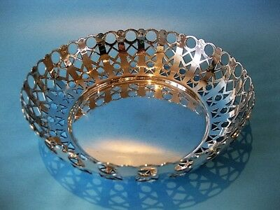 Beautiful Antique Quality Silver Plated Openwork Round Fruit Bowl / Bread Basket