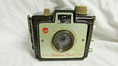 VINTAGE 1950s KODAK BROWNIE HOLIDAY CAMERA