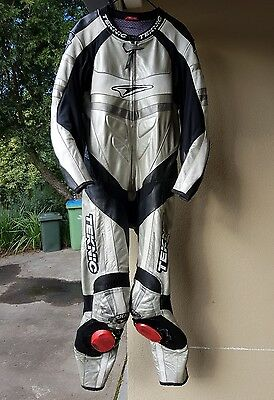 Teknic Leather Racesuit, Dainese Backprotector and Alpinestars boots