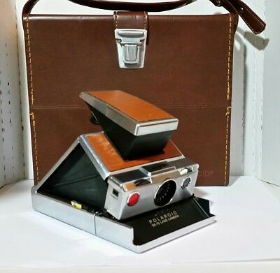 Vintage 1970's POLAROID  SX-70 Instant  Land Camera with Leather Case