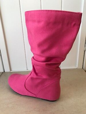 Kid's sized suede pullover boots in Fuchsia color