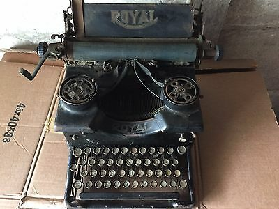 Vintage Royal 10 Typewriter