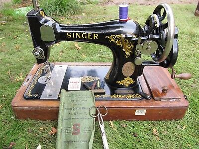 Vintage Singer Hand Cranked Sewing Machine with case (128K 1920 ?)