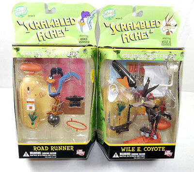 LOONEY TUNES Scrambled Aches - Wile E. Coyote & Road Runner Set DC DIRECT (L)