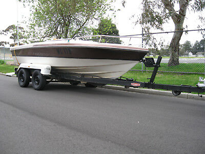 Damaged Boat With 120Hp Evenrude Outboard And Tandem Trailer