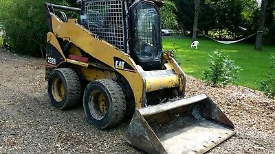 Caterpillar 232B skid steer loader enclosed cab w/ heat. No Reserve