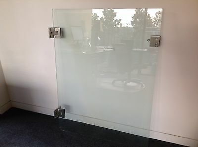 Glass pool gate with Polaris Soft Close hinges suits pool or other