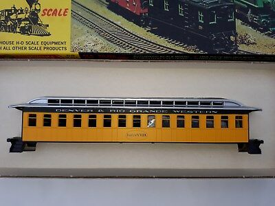 Roundhouse HO Scale Model Railroad Passenger Cars - Total of 5 cars