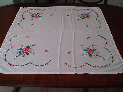 """VINTAGE  LINEN HAND EMBROIDERED TABLE CLOTH  30"""" x 31"""""""
