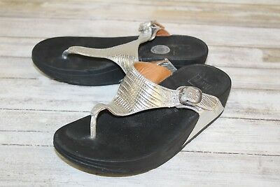 24708d9e768b2e FITFLOP THE Skinny Thong Sandals