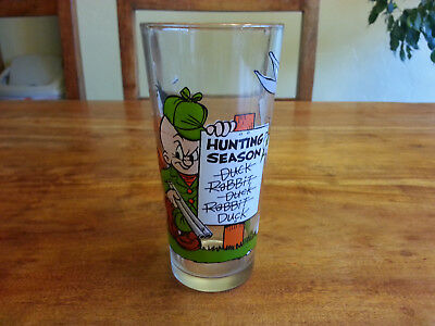 Rare 1976 PEPSI GLASS LOONEY TUNES ACTION HUNTING SEASON DAFFY DUCK, BUGS BUNNY