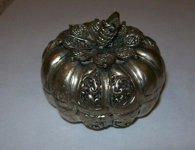 ANTIQUE large   silver metal trinket / SNUFF BOX  chinese  / asian  / japanese ?
