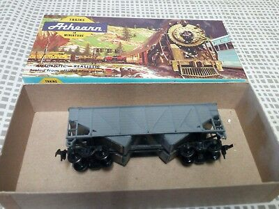 Ho athearn undecorated 34ft c/s hoppers