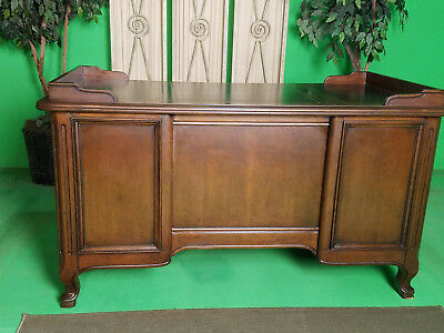 Vintage Office/Home Wood Desk /w leather type top in very good condition