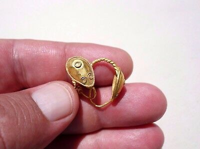 pair of Roman pure Gold earrings wonderfully made with shape of drops
