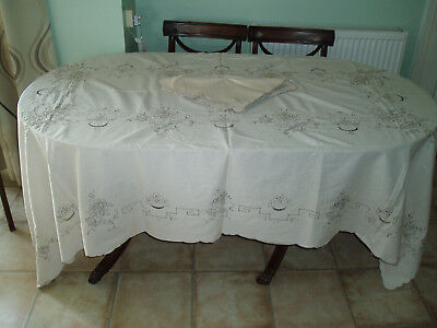 "Linen Table Cloth 8' 6"" X 5' 5"" Plus 12 Napkins"