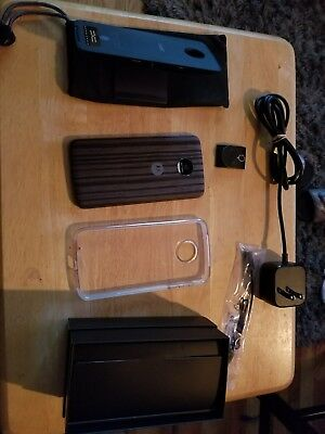 Moto Z Force with Movie Projector, and Case. All Accesories in Box. Verizon