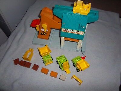 Vintage Fisher Price Lift and Load Depot #942 Little People + Accessories