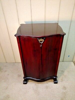Antique Phonograph Victor Record Cabinet