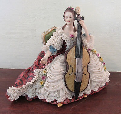 Antique woman seated playing guitar Aelteste Volkstedter Germany 18th c. style