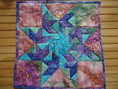 MINI PATCHWORK QUILTED  WALLHANGING / TABLE CENTRE. Hand made. 30 cm square