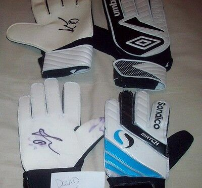 David De Gea signed gloves and photo's.