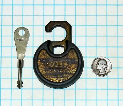 Vtg Antique Yale & Towne Lock Co Y&T Warded Pancake Padlock & Master Key cyclops