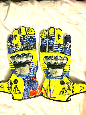 VALENTINO ROSSI Signed Autographed GLOVE COA - PROOF - OFFICIAL RACE  VALE VR46