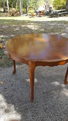 Vintage Queen Anne Style Dining Table Solid wood