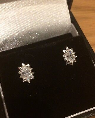 9ct White Gold 7x5mm Small Heart /& Cz Stud Earrings Weight 0.50g Gift Boxed