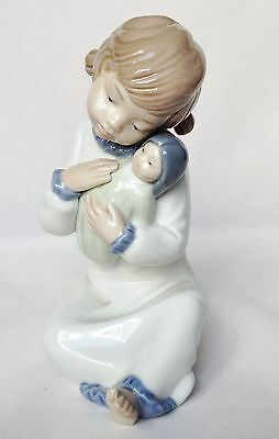Nao Figurine - Nao Singing Lullaby Figure - 1st quality - Retired Figure