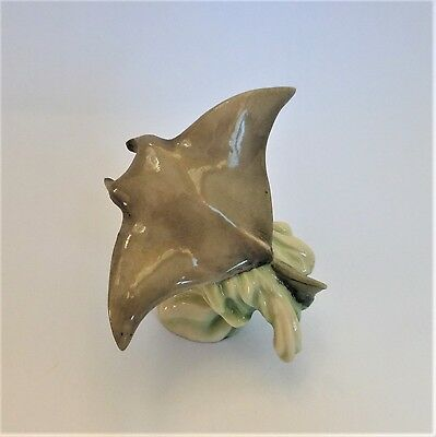 Fragile World - Manta Ray Figurine - Made in England - Colour Sample