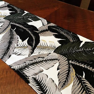 Hopscotch Table Runner Indoor/outdoor- Tommy Bahama's Swaying Palms In Onyx