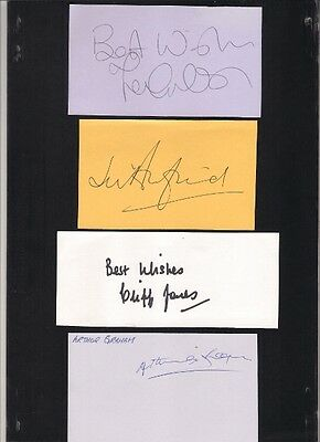 Signed card by Arthur Graham the Manchester United and Scotland footballer.