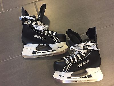 Nike Bauer Supreme ONE05 Ice Hockey Skates Youth Size 3R (CAN & US shoe size 4)
