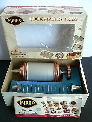 Vtg MIRRO Cooky Pastry Press Cake Decorator CLEAN Original Box Booklet Cookie
