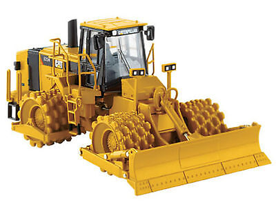 CATERPILLAR 825H Landfill  Compactor / 1:50 Scale by Norscot
