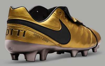 Totti Nike Tiempo gold X Aeterno Derby As Roma last match soccer boots