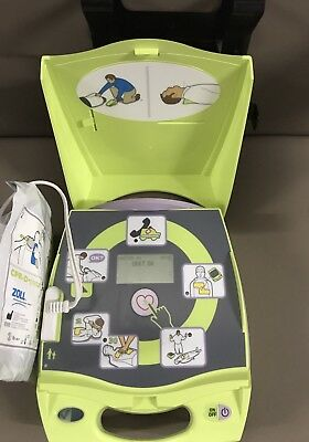 Zoll AED Plus with Adult Pads and Wall Bracket (Preowned)
